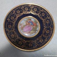 Antigüedades: PLATITO LIMOGES CON FILO DORADO Y ESCENA GALANTE.. Lote 213347135