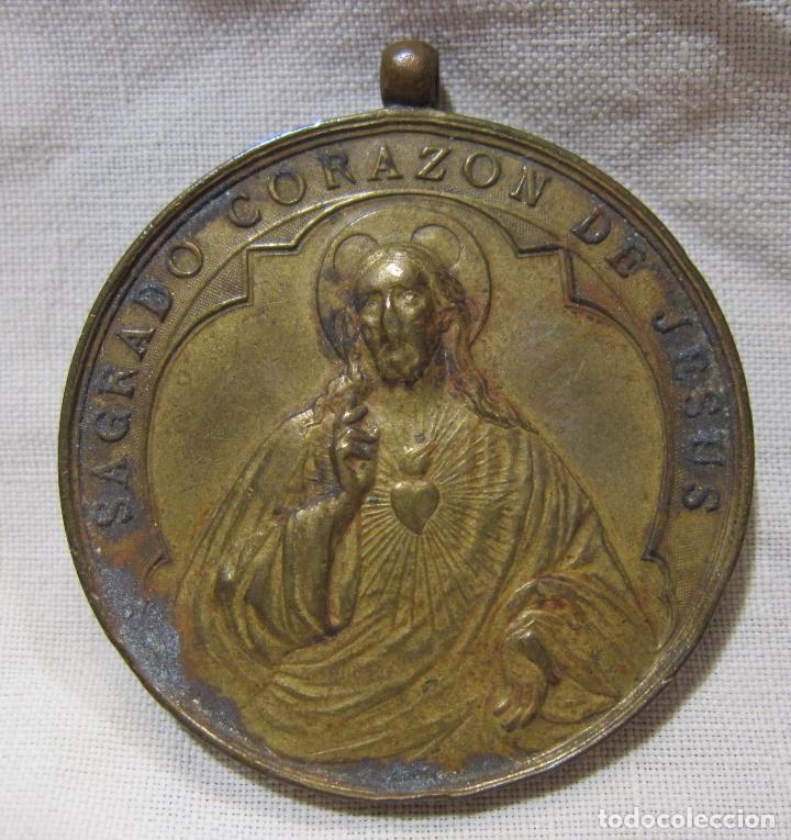 Antigüedades: ANTIGUA MEDALLA MATER DOLOROSA SAGRADO CORAZÓN DE JESUS. DIÁM. 4 CM - Foto 2 - 213374871
