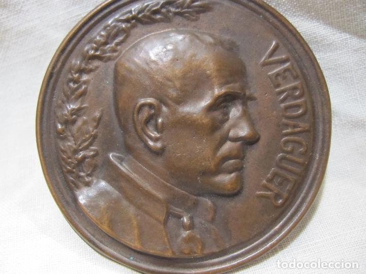 PLACA MEDALLA JACINT VERDAGUER. 1902. SEGÚN EUSEBI ARNAU. EDITOR VALLMITJANA. DIÁM. 5,1 CM (Antigüedades - Religiosas - Medallas Antiguas)