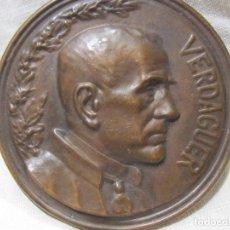 Antigüedades: PLACA MEDALLA JACINT VERDAGUER. 1902. SEGÚN EUSEBI ARNAU. EDITOR VALLMITJANA. DIÁM. 5,1 CM. Lote 213379606