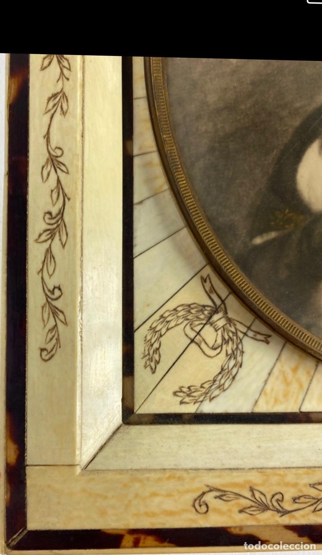 Antigüedades: Magnífico marco en hueso, o marfil, y carey. Pps. S.XX. 20x23cm. - Foto 4 - 213384591