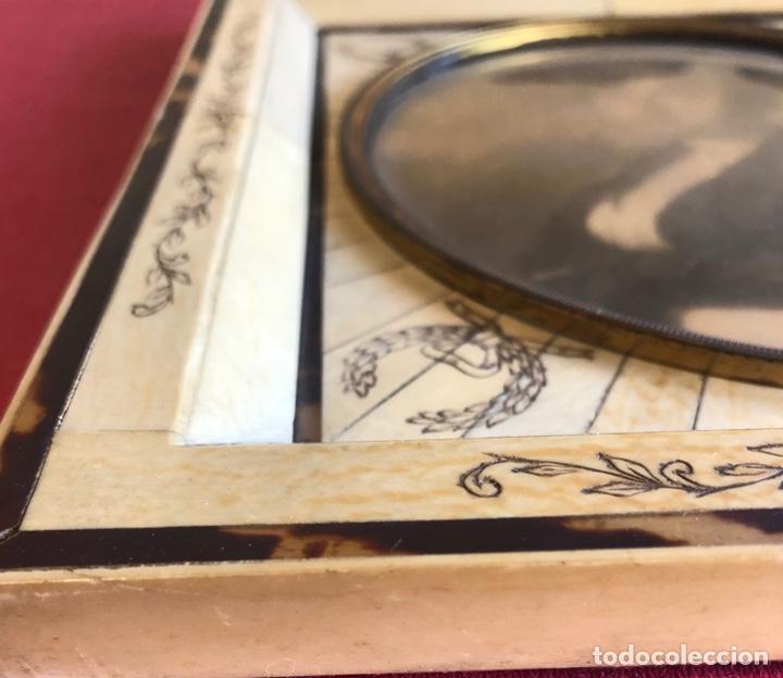 Antigüedades: Magnífico marco en hueso, o marfil, y carey. Pps. S.XX. 20x23cm. - Foto 7 - 213384591