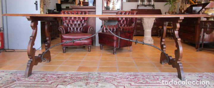 Antigüedades: Mesa en Pata de Lira - Madera de Nogal - Fiadores en Hierro Forjado - Largo 243 cm - Foto 2 - 213387053