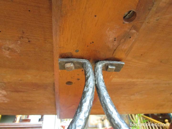 Antigüedades: Mesa en Pata de Lira - Madera de Nogal - Fiadores en Hierro Forjado - Largo 243 cm - Foto 6 - 213387053