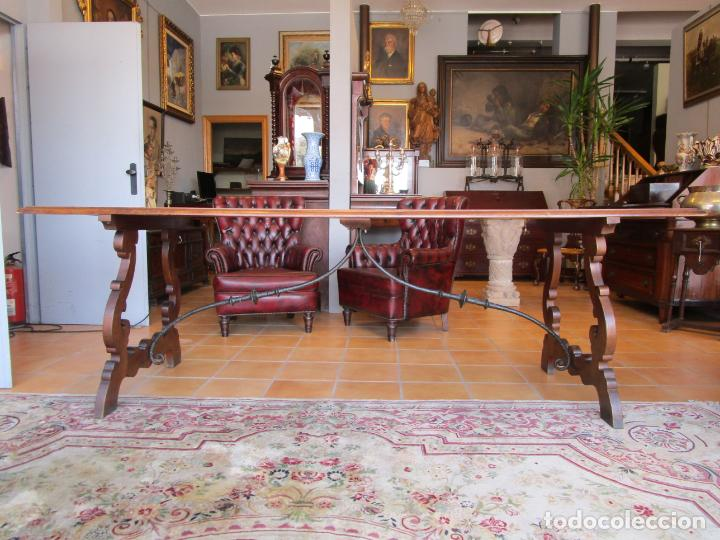 Antigüedades: Mesa en Pata de Lira - Madera de Nogal - Fiadores en Hierro Forjado - Largo 243 cm - Foto 9 - 213387053