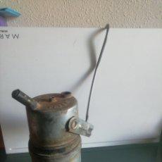 Oggetti Antichi: LAMPARA DE CARBURO CON GANCHO DE COLGAR. Lote 213422688