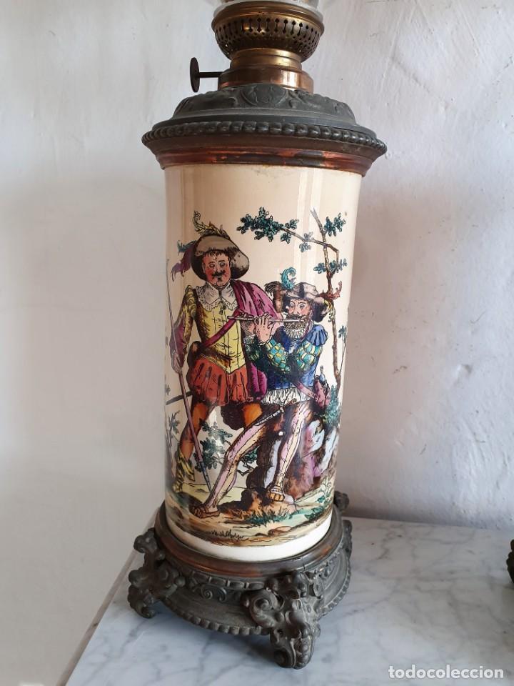 Antigüedades: ANTIGUA PAREJA DE QUINQUES EN PORCELANA BELGA - Foto 3 - 213450056