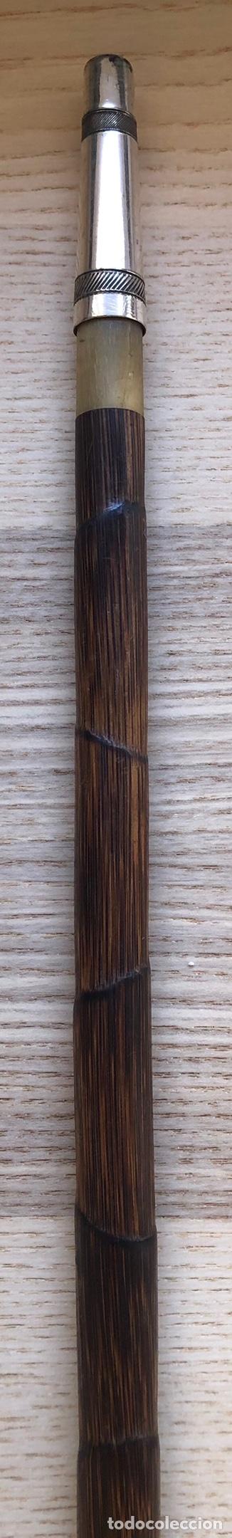 Antigüedades: Magnífico bastón antiguo, con empuñadura en talla de madera, vara de caña, plata, y punta de asta - Foto 9 - 213466631