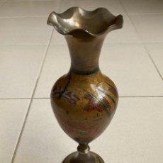 Antigüedades: JARRÓN DE BRONCE ESMALTADO. Lote 213476547