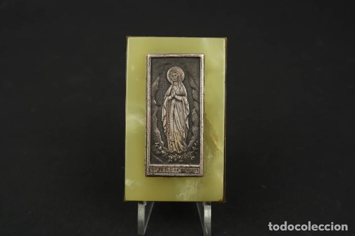 Antigüedades: Antigua Medalla Religiosa Virgen de Lourdes sobre Placa de Marmol - Foto 6 - 213478031
