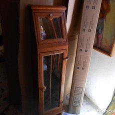 Antigüedades: MUEBLE VITRINA DE ROBLE PARA COMPAS DISC. Lote 213535035