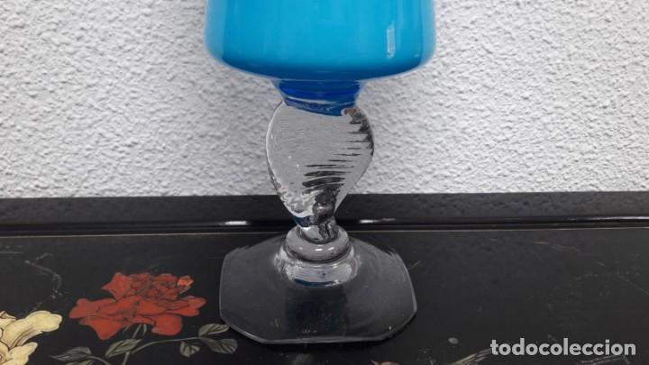 Antigüedades: Grant tibor florero en cristal opalina soplado y pinzado medida de alto 53 cm. Buen estado - Foto 4 - 213545802