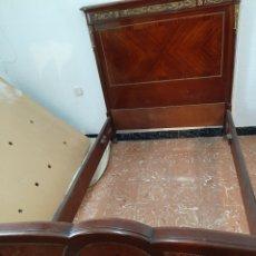 Antigüedades: CAMA Y SOMIERES DE MATRIMONIO EN CAOBA MARQUETERÍA Y BRONCE - PRINCIPIOS DEL 1900. Lote 213546033