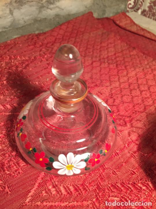 Antigüedades: Antiguo juego de tocador de cristal transparente pintado con flores años 50-60 - Foto 3 - 213585973