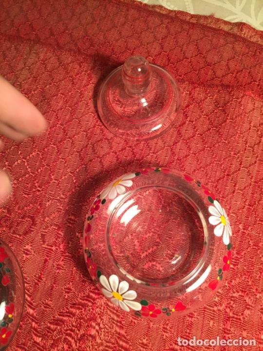 Antigüedades: Antiguo juego de tocador de cristal transparente pintado con flores años 50-60 - Foto 6 - 213585973