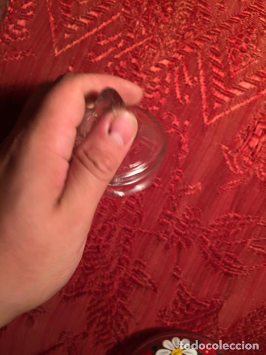 Antigüedades: Antiguo pequeño tarro / bombonera / caramelera de cristal transparente tallado a mano años 40-50 - Foto 10 - 213586042