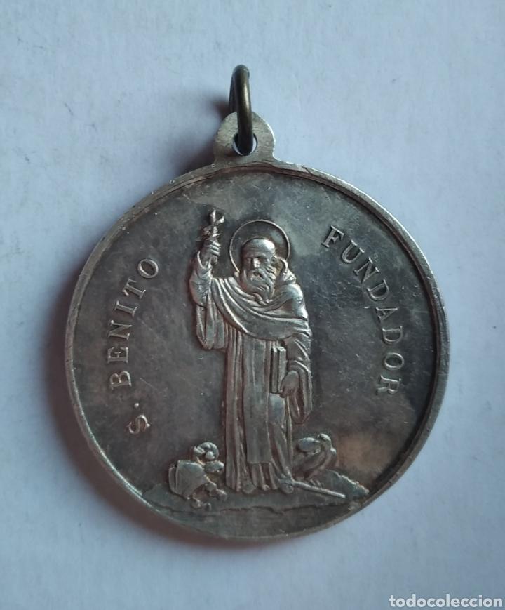 Antigüedades: medalla religiosa antigua SAN BENITO NUESTRA SEÑORA DE MONTSERRAT 40 x 45 mm - Foto 3 - 213588988