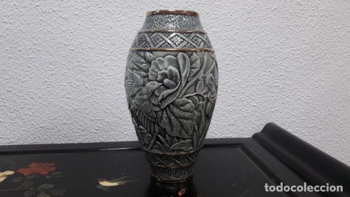 ANTIGUO JARRÓN FLORERO ÉPOCA ART DÉCO MEDIDAS DE ALTO 30 CM Y DE BOCA 9 CM BUEN ESTADO (Antigüedades - Hogar y Decoración - Floreros Antiguos)