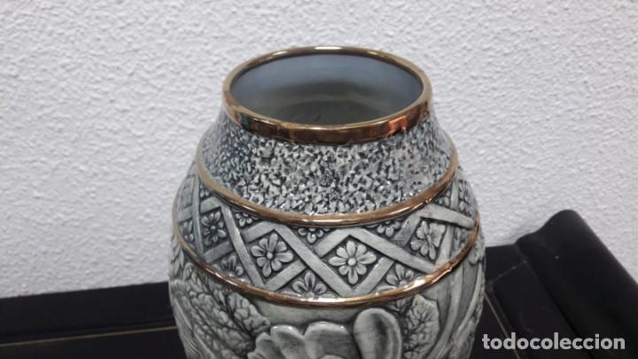 Antigüedades: Antiguo jarrón florero época art déco medidas de alto 30 cm y de boca 9 cm buen estado - Foto 2 - 213597708