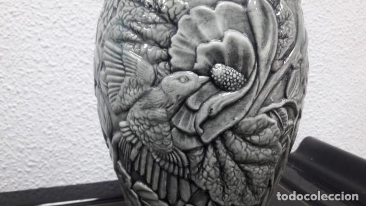 Antigüedades: Antiguo jarrón florero época art déco medidas de alto 30 cm y de boca 9 cm buen estado - Foto 3 - 213597708