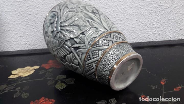 Antigüedades: Antiguo jarrón florero época art déco medidas de alto 30 cm y de boca 9 cm buen estado - Foto 4 - 213597708