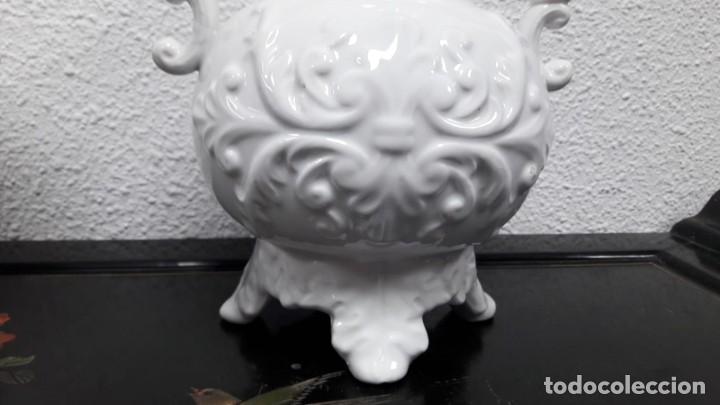 Antigüedades: Pareja de búcaros floreros. ideales para altar o capilla medida de alto 26 y de ancho 24 buen estado - Foto 2 - 213598250