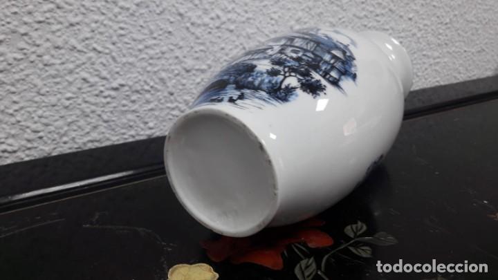 Antigüedades: Florero jarrón en porcelana , estampado de casa rural, medida de alto 21 cm buen estado - Foto 3 - 213598555