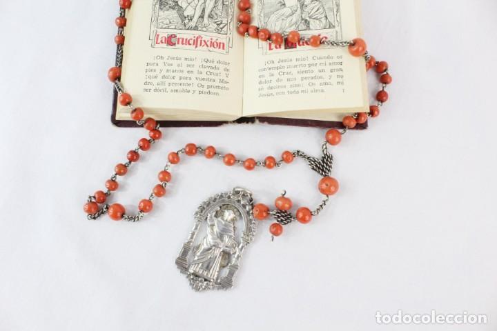 Antigüedades: Rosario de coral y plata s XVIII con gran medalla Virgen Desamparados San Vicente Valencia - Foto 2 - 213615412