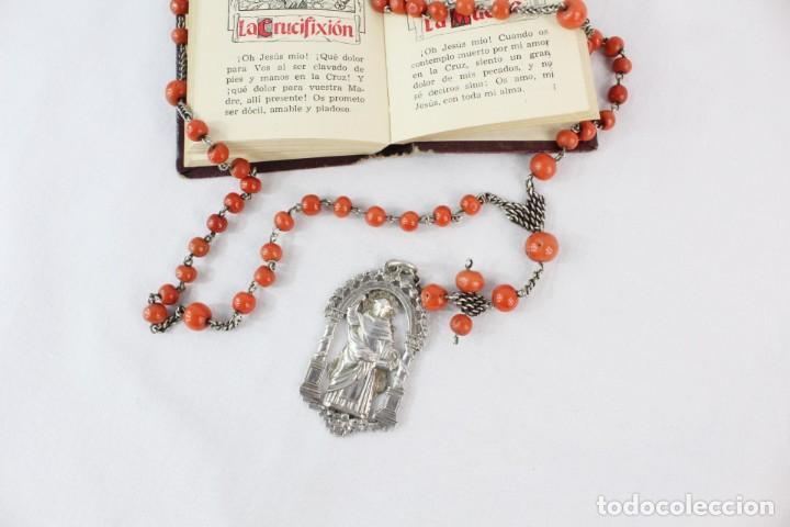 Antigüedades: Rosario de coral y plata s XVIII con gran medalla Virgen Desamparados San Vicente Valencia - Foto 3 - 213615412