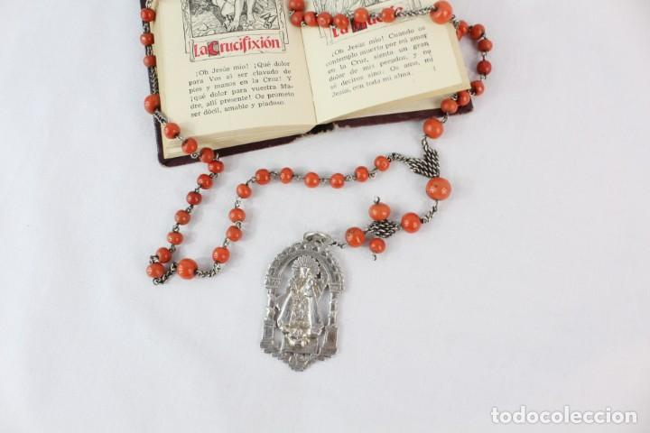 Antigüedades: Rosario de coral y plata s XVIII con gran medalla Virgen Desamparados San Vicente Valencia - Foto 4 - 213615412
