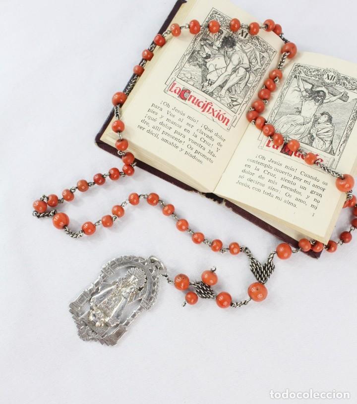 Antigüedades: Rosario de coral y plata s XVIII con gran medalla Virgen Desamparados San Vicente Valencia - Foto 5 - 213615412