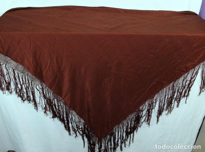 Antigüedades: ref t 9 Mantón isabelino de seda en color chocolate - Foto 4 - 213615891