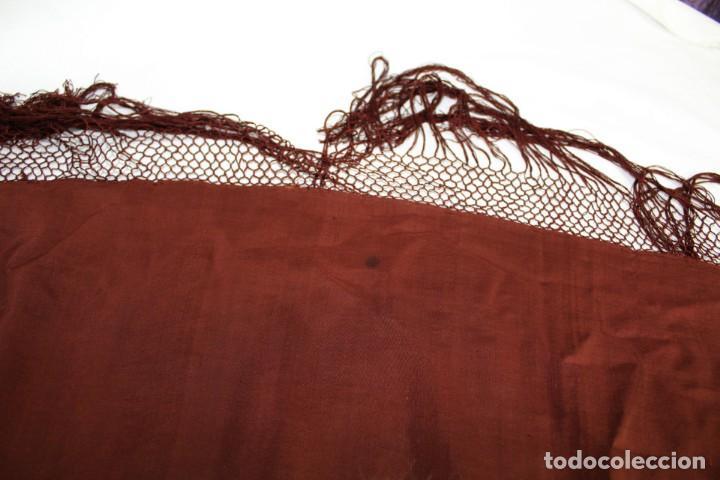 Antigüedades: ref t 9 Mantón isabelino de seda en color chocolate - Foto 5 - 213615891