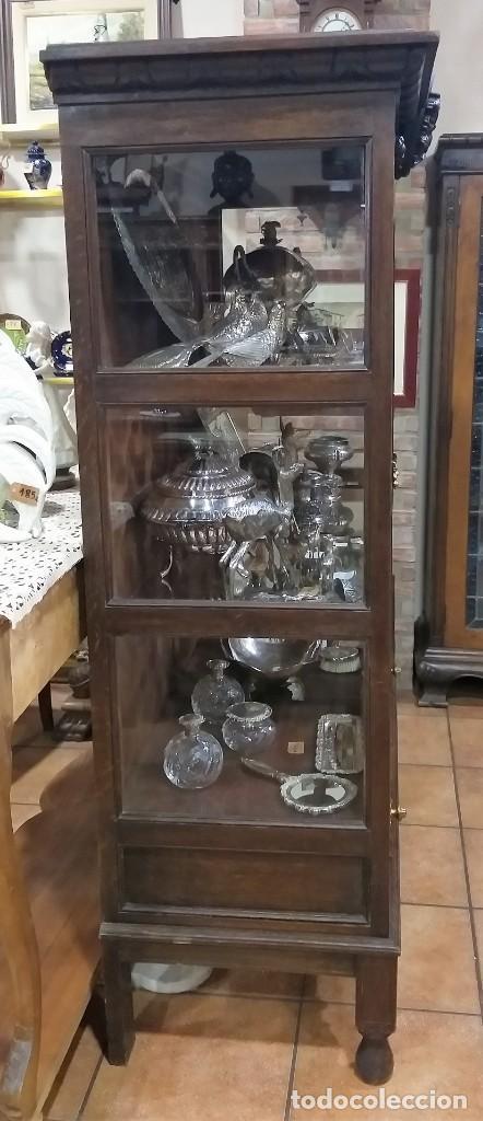 Antigüedades: VITRINA ANTIGUA DE MADERA TALLADA CASTAÑO. - Foto 4 - 213620683