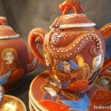 Antigüedades: JUEGO PORCELANA SATSUMA DE CAFÉ O TÉ + PLATOS POSTRE O MERIENDA. FIRMA EN BASES. JAPÓN. S. XX.. Lote 213622431