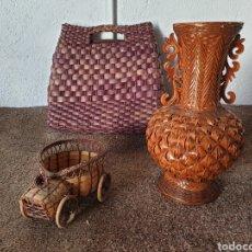Antiquités: ANTIGUO BOLSO JARRON Y COCHE DE MIMBRE. Lote 213622526