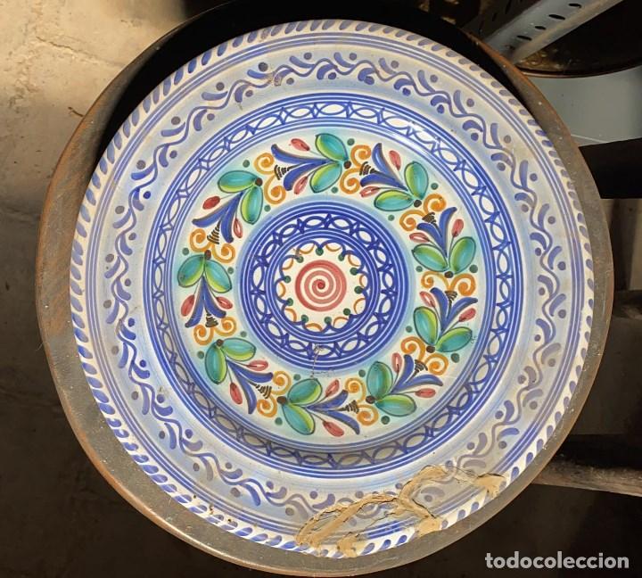 PLATO ANTIGUO DECORATIVO DE PUENTE DEL ARZOBISPO DE 30 CMS. DE DIAMETRO (Antigüedades - Porcelanas y Cerámicas - Puente del Arzobispo )