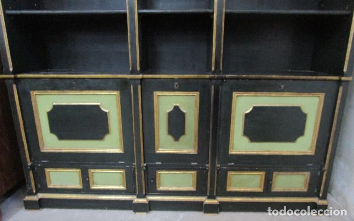 Antigüedades: Bonita Vitrina, Librería - Madera Policromada y Dorada - Puertas Abatibles - Ideal Biblioteca, etc - Foto 2 - 213716833