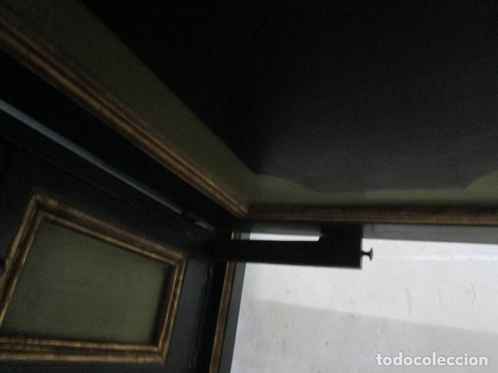 Antigüedades: Bonita Vitrina, Librería - Madera Policromada y Dorada - Puertas Abatibles - Ideal Biblioteca, etc - Foto 7 - 213716833