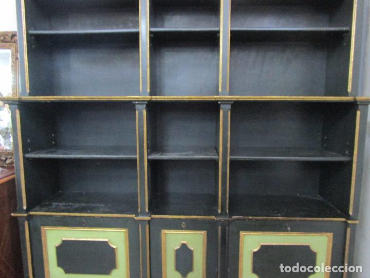 Antigüedades: Bonita Vitrina, Librería - Madera Policromada y Dorada - Puertas Abatibles - Ideal Biblioteca, etc - Foto 8 - 213716833