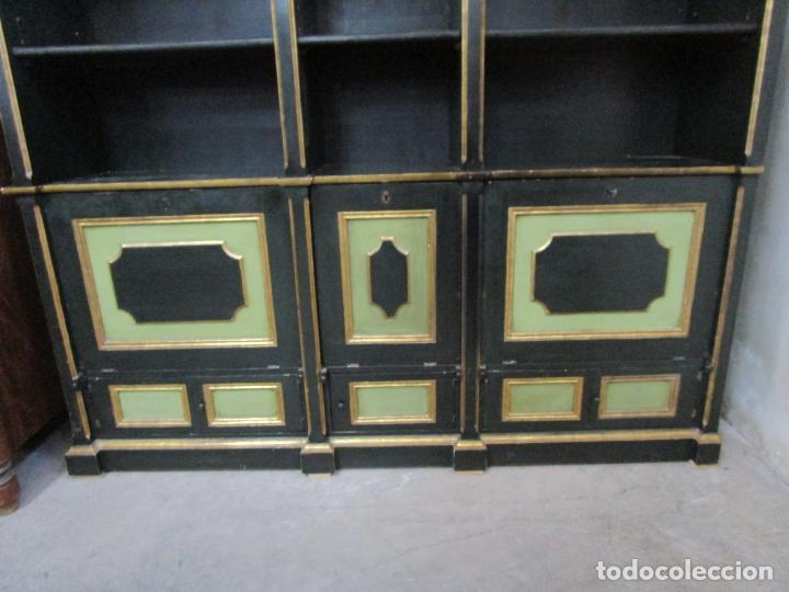 Antigüedades: Bonita Vitrina, Librería - Madera Policromada y Dorada - Puertas Abatibles - Ideal Biblioteca, etc - Foto 15 - 213716833