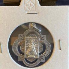 Oggetti Antichi: MEDALLA VIRGEN DE MONSERRAT EN PLATA CONTRASTADA. Lote 213737545