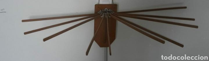 Antigüedades: Fantástico antiguo perchero extensible en madera y metal - Foto 2 - 213776161