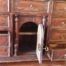 Antigüedades: PRECIOSO BARGUEÑO ANTIGUO LABRADO. Lote 213855732