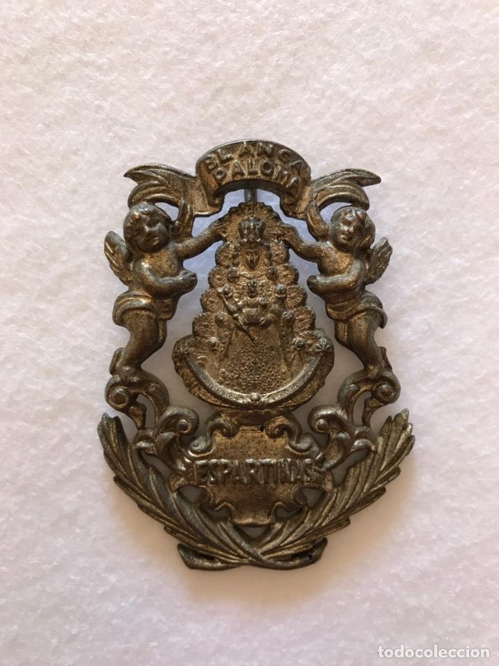 RELIGIOSA. VIRGEN. ANTIQUÍSIMA MEDALLA DE LA HERMANDAD DEL ROCÍO DE ESPARTINAS. SEVILLA (Antigüedades - Religiosas - Medallas Antiguas)
