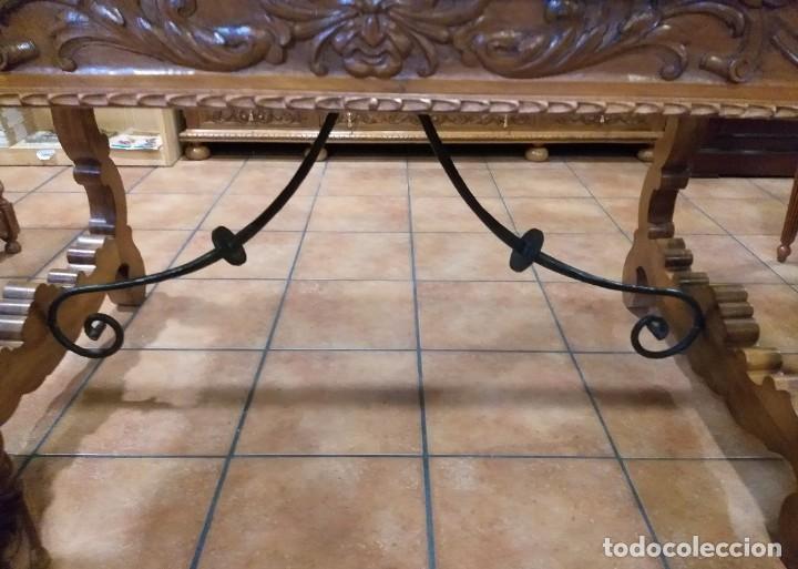 Antigüedades: MUEBLE DESPACHO NOGAL TALLADO AGUILAS BICÉFALA, MUEBLE VITRINA EMPLOMADA MESA SILLÓN 2 SILLAS CUERO - Foto 10 - 213874221