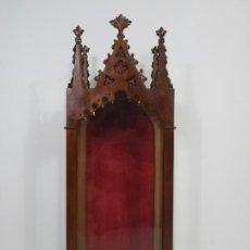 Antigüedades: BONITA CAPILLA NEOGÓTICA - VITRINA - TALLA DE MADERA - IDEAL VIRGEN, SANTO - FINALES S. XIX. Lote 213883008
