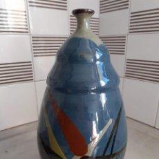 Antigüedades: JARRON CERAMICA DE LA BISBAL CON FIRMA.34CM DE ALTURA.. Lote 213884972