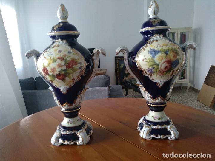 PAREJA JARRONES DE PORCELANA FRANCESA RETIER. GRANDES (Antigüedades - Porcelana y Cerámica - Francesa - Limoges)