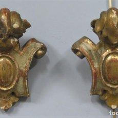 Antigüedades: PAREJA DE REMATES DE MADERA TALLADA EN PAN DE ORO. SIGLO XVII-XIX. Lote 213907137